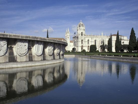 michele-molinari-praca-do-imperio-fountain-and-jeronimos-monastery-lisbon-portugal