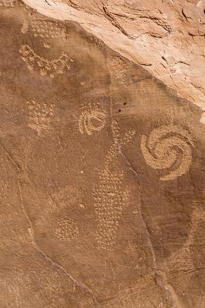 mike-cavaroc-petroglyph-shapes-and-figures-carved-into-sandstone-dinosaur-national-monument