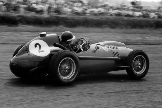 mike-hawthorn-in-ferrari-1958-british-grand-prix
