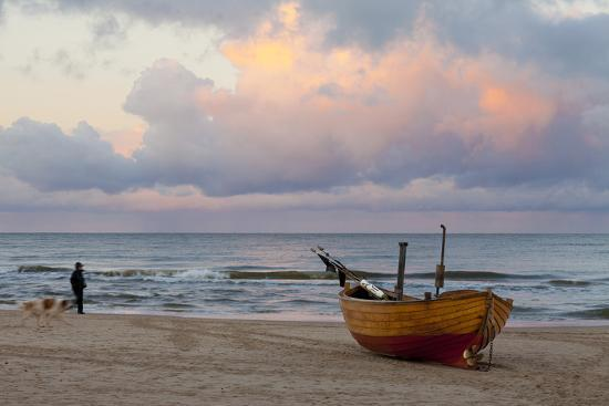 miles-ertman-boat-on-beach-ahlbeck-island-of-usedom-baltic-coast-mecklenburg-vorpommern-germany-europe