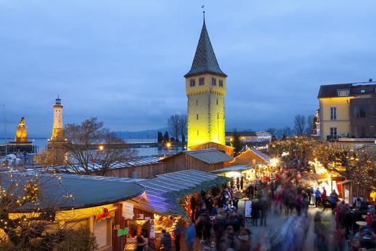 miles-ertman-christmas-market-along-lindau-s-historic-port-lindau-im-bodensee-germany-europe