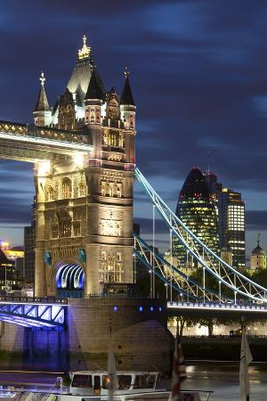 miles-ertman-tower-bridge-and-the-financial-district-at-night-london-england-united-kingdom-europe