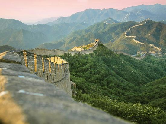 miva-stock-sunrise-over-the-mutianyu-section-of-the-great-wall-huairou-county-china