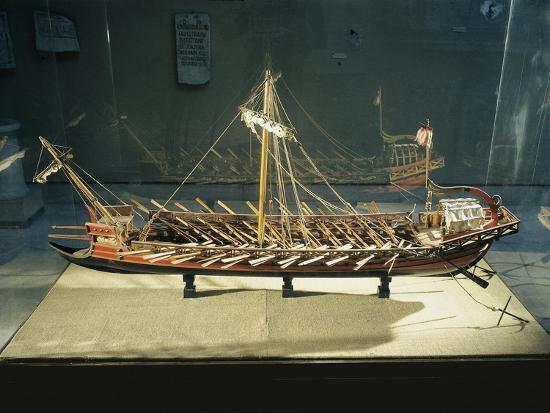 model-of-roman-rowing-boat