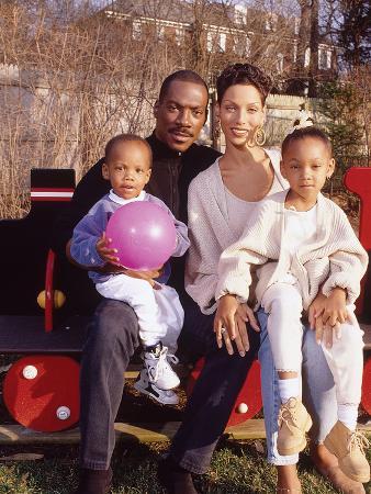 moneta-sleet-jr-eddie-murphy-and-family-april-1994-new-jersey-home