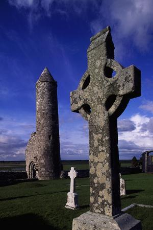 monolithic-high-crosses-and-o-rourke-s-tower-in-monastic-complex-on-banks-of-river-shannon