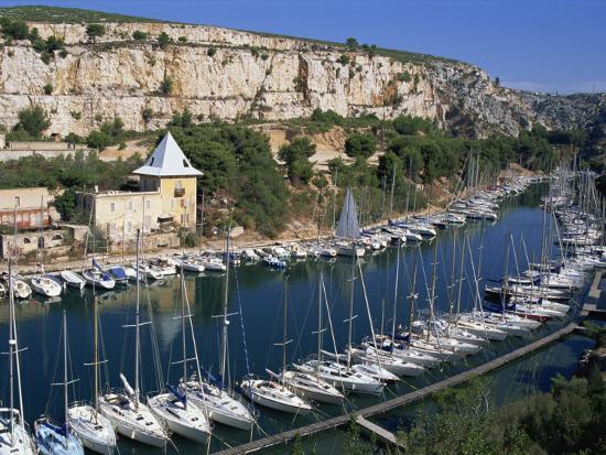 morandi-bruno-boats-moored-in-harbour-port-miou-calanques-de-cassis-bouches-du-rhone-france