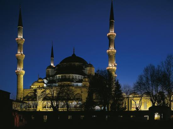 mosque-of-sultan-ahmet-i-known-as-blue-mosque-at-night