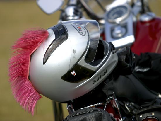 motorcycle-helmet-with-pink-mohawk