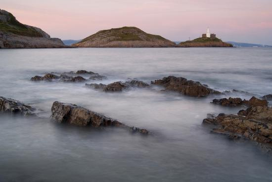 mumbles-head-and-lighthouse-across-bracelet-bay-gower-s-wales-uk