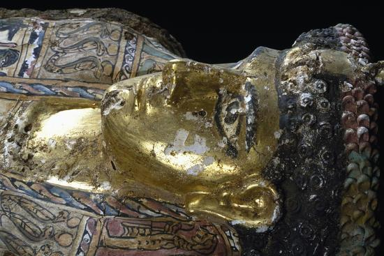 mummy-uncovered-in-tomb-no-54-valley-of-golden-mummies-bahariya-oasis-giza-egypt