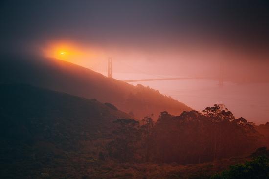 murky-gold-golden-gate-sun-and-fog-san-francisco