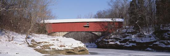 narrows-covered-bridge-turkey-run-state-park-in-usa
