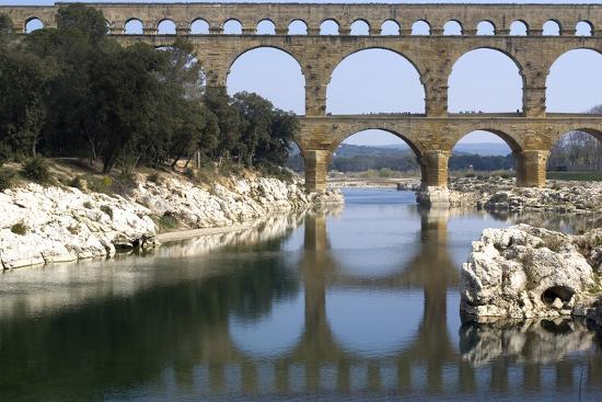natalie-tepper-pont-du-gard-roman-aqueduct-from-ad-1st-century-near-vers-gard-france