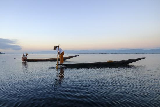nathalie-cuvelier-intha-ethnic-group-fisherman-inle-lake-shan-state-myanmar-burma-asia