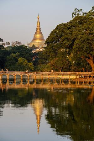 nathalie-cuvelier-shwedagon-kan-daw-gyi-lake-and-park-old-city-yangon-rangoon-myanmar-burma-asia