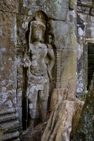 nathalie-cuvelier-temple-of-prasat-thom-prasat-kompeng-dated-9th-to-12th-century-temple-complex-of-koh-ker