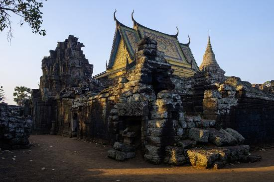 nathalie-cuvelier-vat-nokor-angkorian-sanctuary-dated-11th-century-and-modern-temple-kompong-cham-kampong-cham