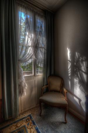 nathan-wright-abandoned-building-interior