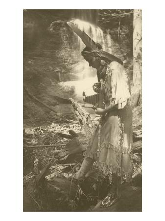 native-american-woman-with-camera