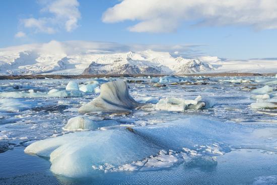 neale-clark-mountains-behind-the-icebergs-locked-in-the-frozen-water-of-jokulsarlon-iceberg-lagoon