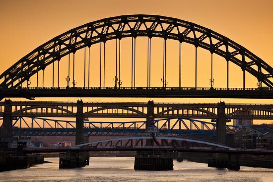 neale-clark-newcastle-upon-tyne-skyline-gateshead-with-the-tyne-bridge-over-river-tyne-tyne-and-wear