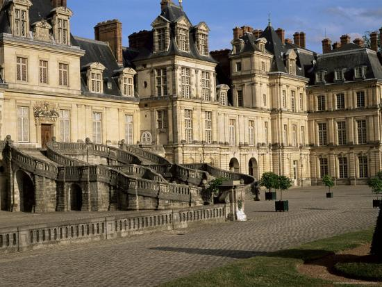 nedra-westwater-horseshoe-staircase-dating-from-1632-1634-chateau-of-fontainebleau-seine-et-marne