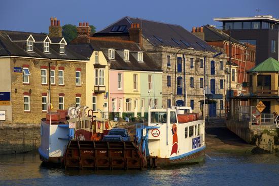 neil-farrin-chain-ferry-cowes-isle-of-wight-england-united-kingdom-europe
