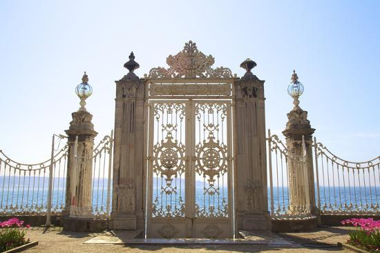 neil-farrin-gate-to-the-bosphorus-dolmabahce-palace-istanbul-turkey-europe