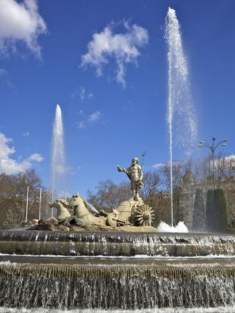 neptune-fountain-canovas-del-castillo-square-paseo-del-prado-madrid-spain-europe