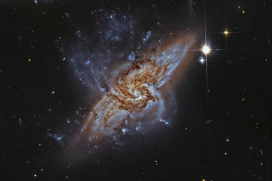 ngc-3314-a-pair-of-overlapping-spiral-galaxies