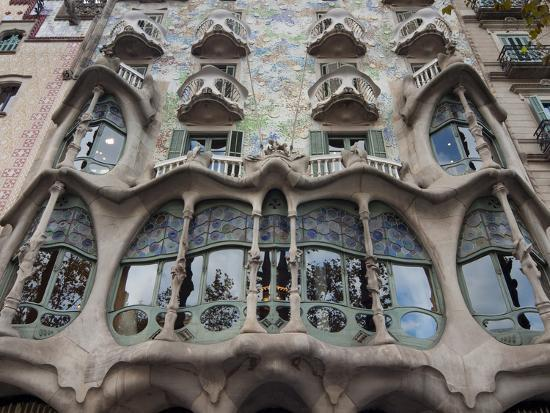 nico-tondini-facade-of-casa-batllo-by-gaudi-unesco-world-heritage-site-passeig-de-gracia-barcelona-spain