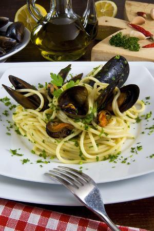 nico-tondini-spaghetti-with-mussels-mytilus-galloprovincialis-cuisine