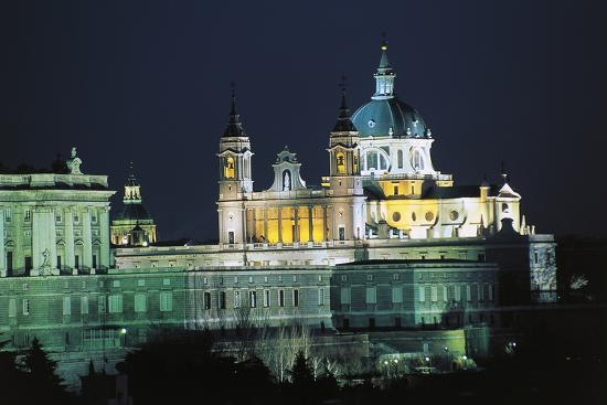 night-view-of-almudena-cathedral-cathedral-of-saint-mary-royal-of-la-almudena