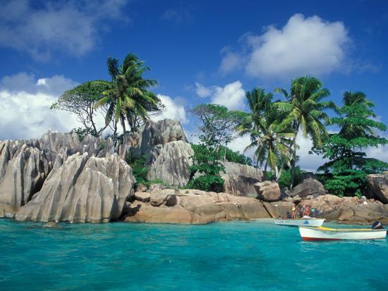 nik-wheeler-boat-approaching-st-pierre-islet-seychelles