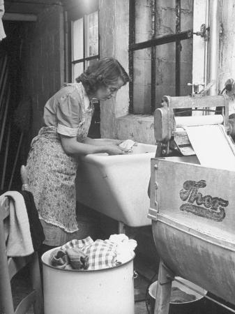 nina-leen-the-maid-doing-the-family-s-weekly-laundry