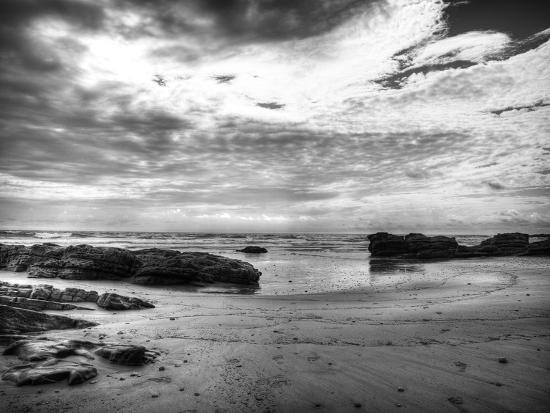 nish-nalbandian-b-w-beachscape
