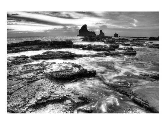nish-nalbandian-black-and-white-coastal-rocks
