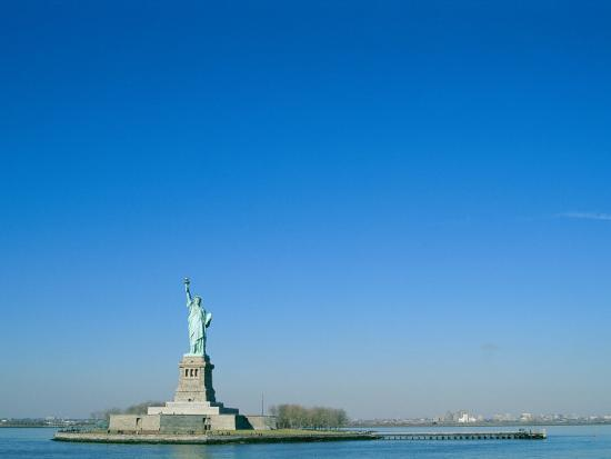 norbert-rosing-a-frontal-view-of-the-statue-of-liberty-and-ellis-island