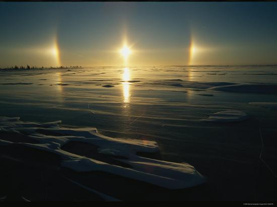 norbert-rosing-solar-phenomena-in-the-sky-is-reflected-on-ice-covered-hudson-bay
