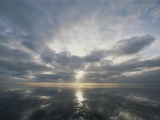 norbert-rosing-sun-reflection-over-water-wattenmeer-national-park