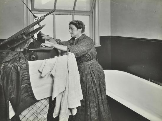 nurse-using-a-steriliser-in-the-bathroom-at-chaucer-cleansing-station-london-1911