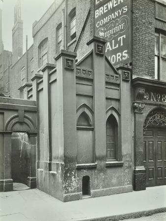 old-watch-house-upper-thames-street-london-april-1922