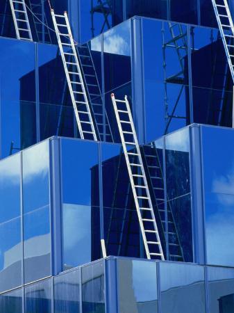 oliver-strewe-ladders-on-modern-building-australia
