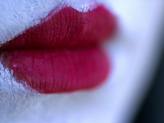 oliver-strewe-painted-red-lips-japan
