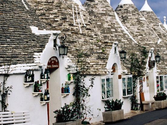 oliver-strewe-white-washed-trulli-houses-alberobello-italy