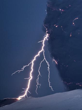 olivier-vandeginste-volcanic-lightning-iceland-april-2010