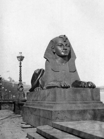 one-of-the-sphinxes-victoria-embankment-london-1924-1926