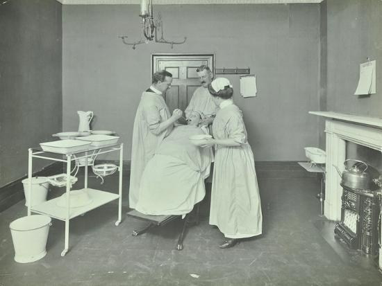 operation-room-woolwich-school-treatment-centre-london-1914
