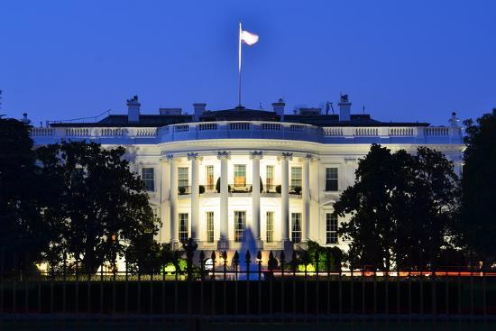 orhan-the-white-house-at-night-washington-dc-united-states